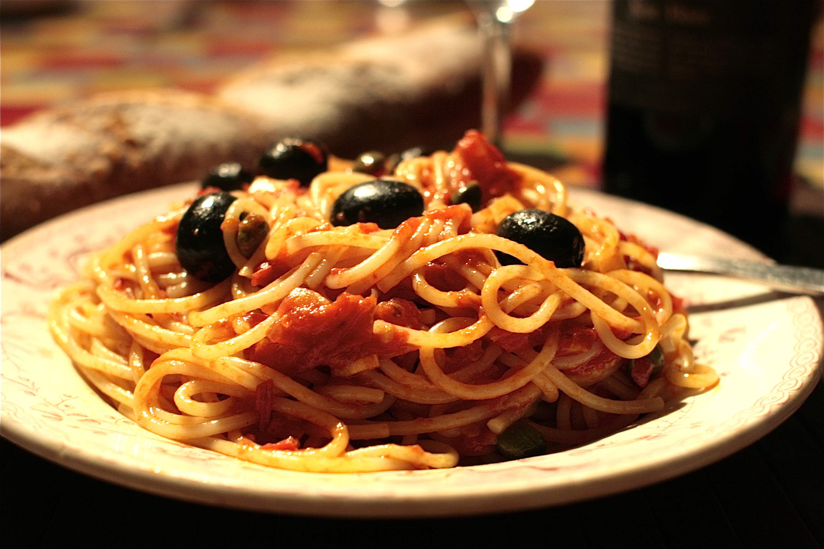 Spaghetti alla Puttanesca with fresh Tomatoes | Chez Foti