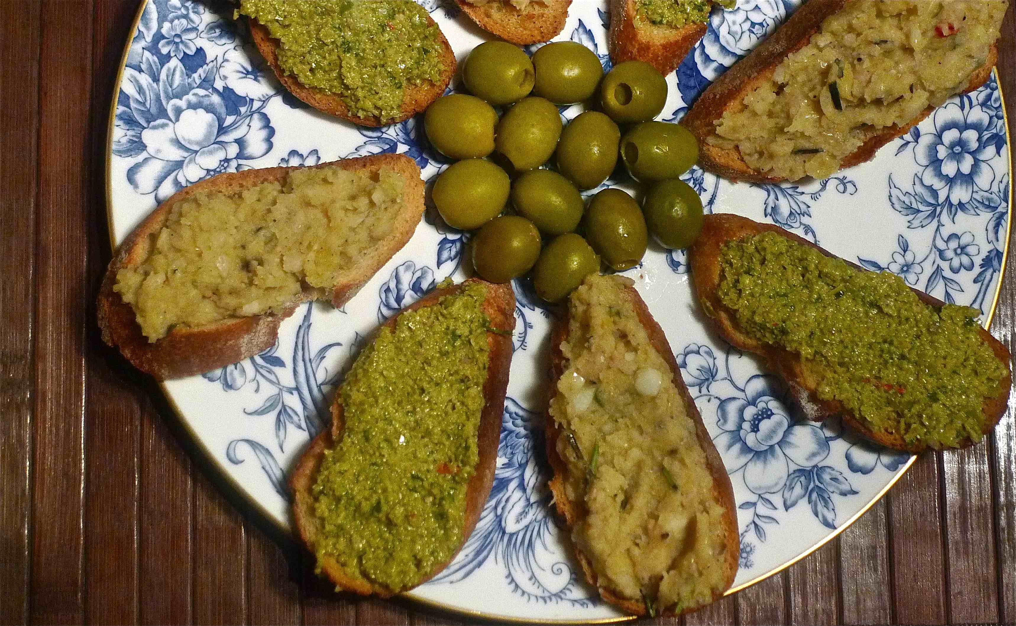 A Couple of Winter Crostini – Lovely (Cannellini) Beans and Green ...