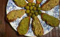 A Couple of Winter Crostini: Lovely Cannellini Beans & Homemade Tapenade